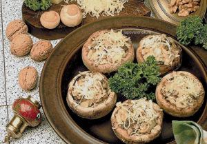Грибы фаршированные сыром и орехами