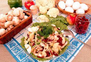 Салат из цветной капусты с шампиньонами