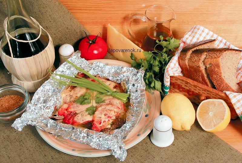 Баранина запеченная в фольге с помидорами, под сырной шапкой