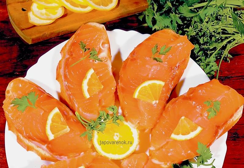 Вкусные бутерброды с соленой рыбой