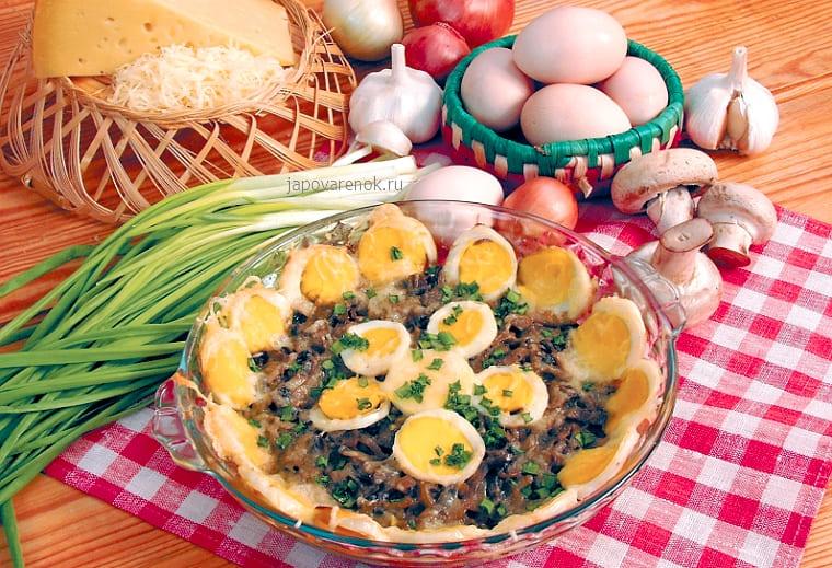 Грибы шампиньоны, запеченные с яйцами и сыром