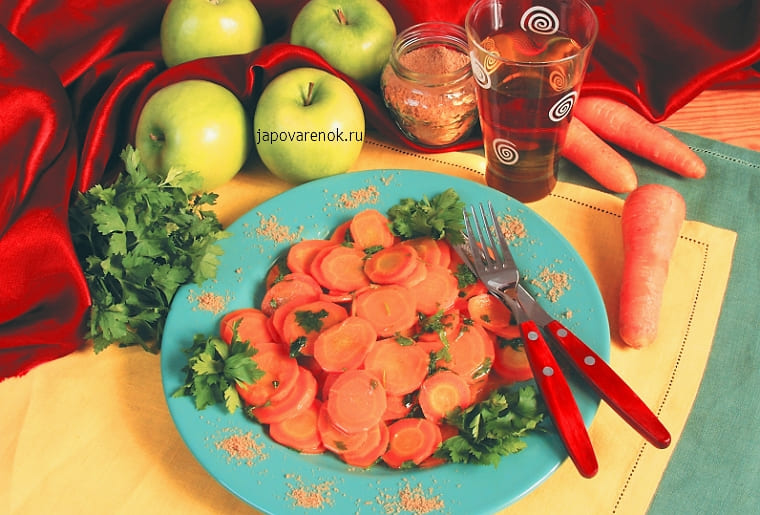Морковь с яблочным соком и зеленью