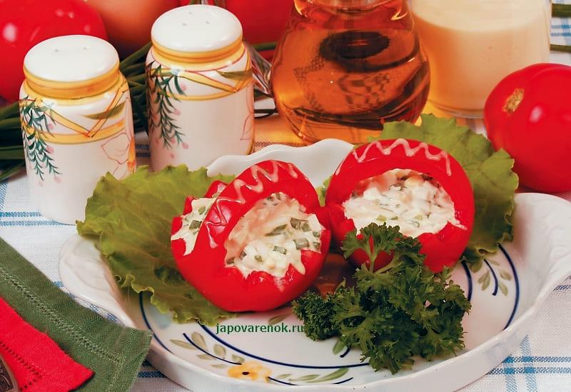 Вкусные помидоры фаршированные яйцами и луком
