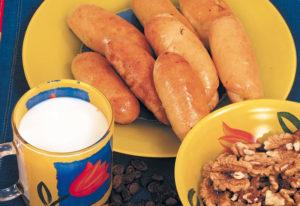 Рогалики с орехами и изюмом