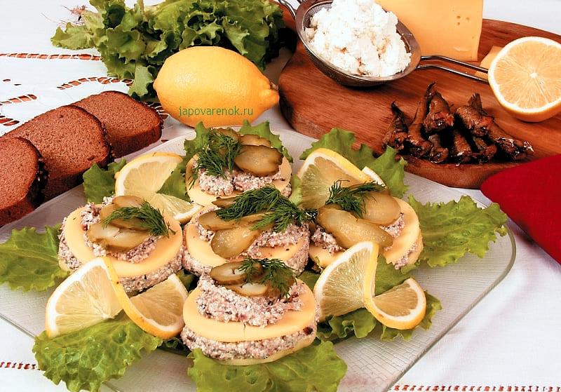 Розетки из сыра, закуска со шпротами