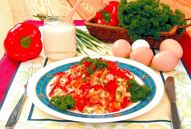 Салат рыбный с морковью и перцем