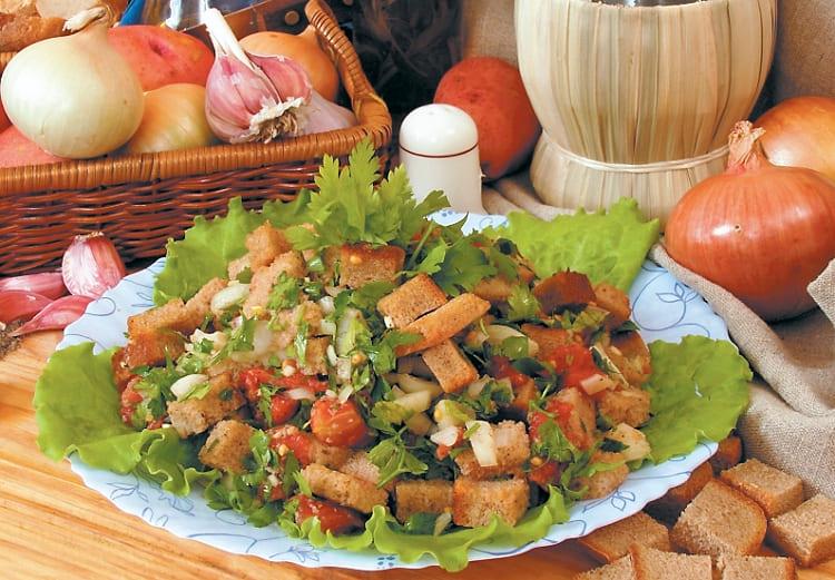 Салат Хлебный с маринованными помидорами