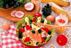Салат с макаронами и курицей
