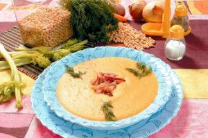 Гороховой суп-пюре с копчеными рёбрышками