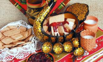 Сливки взбитые с печеньем на десерт