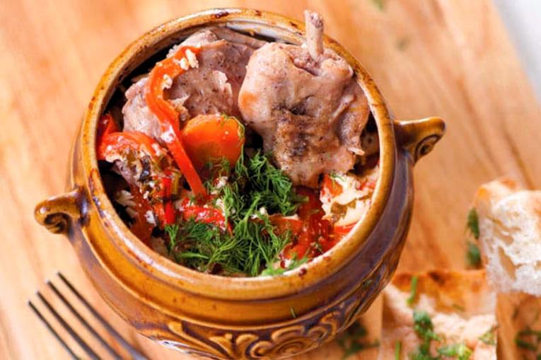 Простой и вкусный рецепт кролика в горшочке