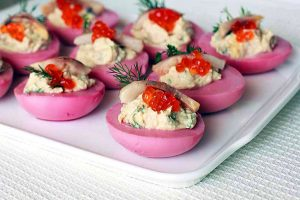 Фаршированные яйца сельдью