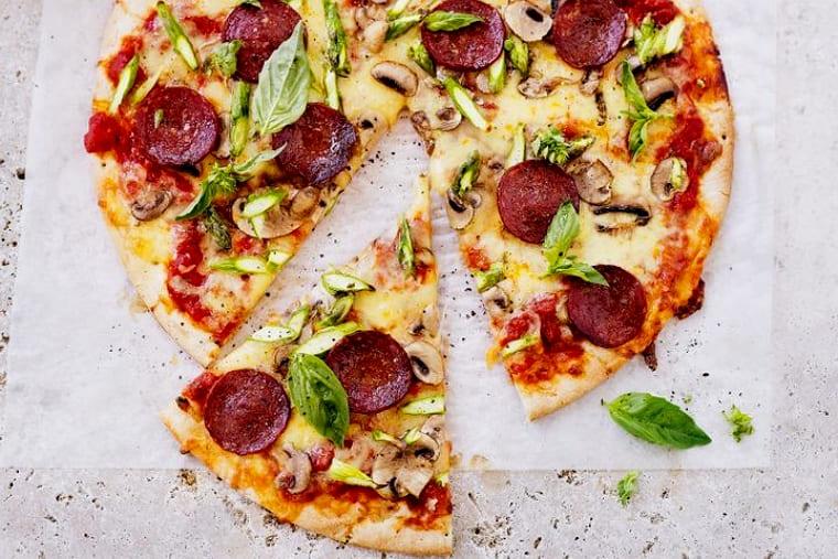 Вкуснейшая итальянская пицца на тонком тесте