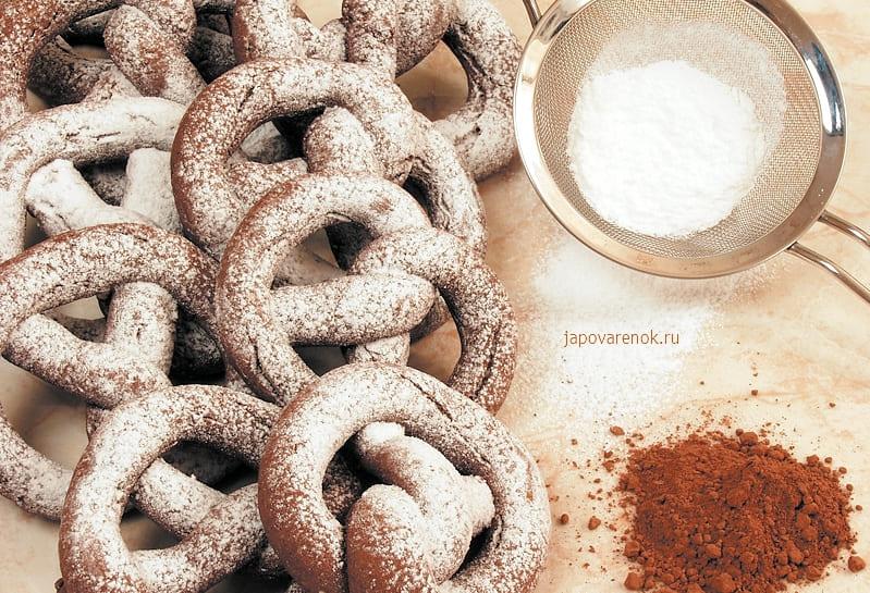 Крендели с какао из песочного теста