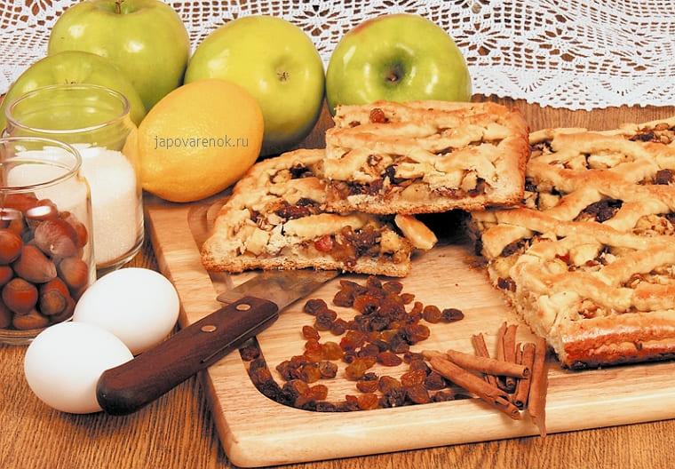 Вкусный открытый яблочный пирог