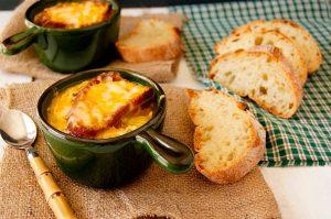 Рецепт лукового супа по-французски