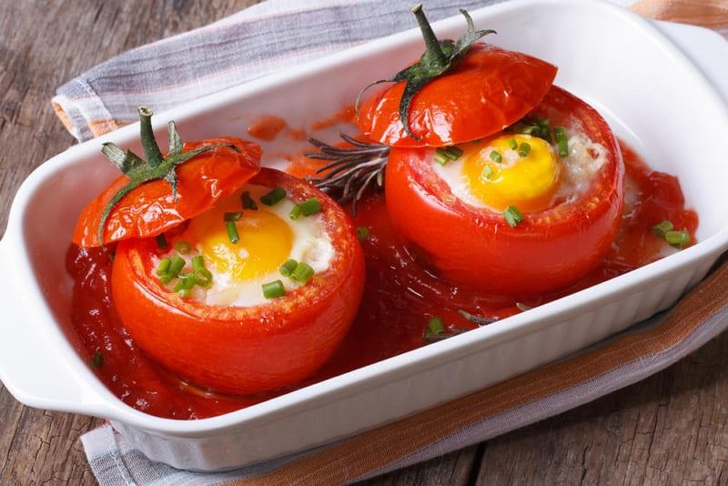 Яичница в помидорах приготовленная в духовке