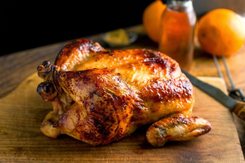 Вкусно запечь курицу в духовке целиком