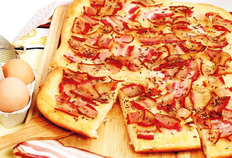 Итальянская пицца с грудинкой копченой