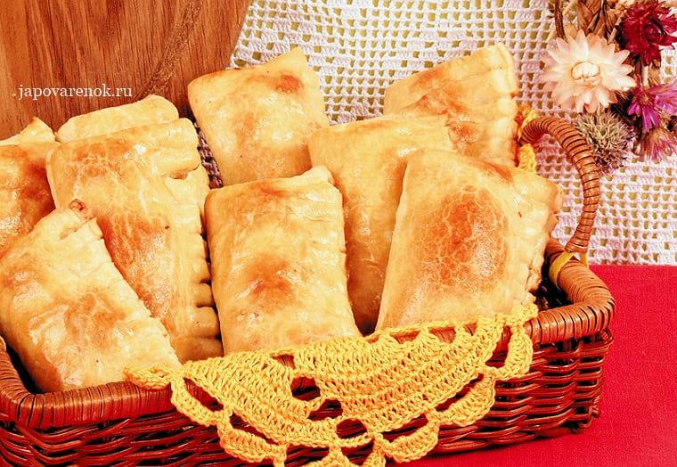 Пирожки с начинкой из слоёного теста