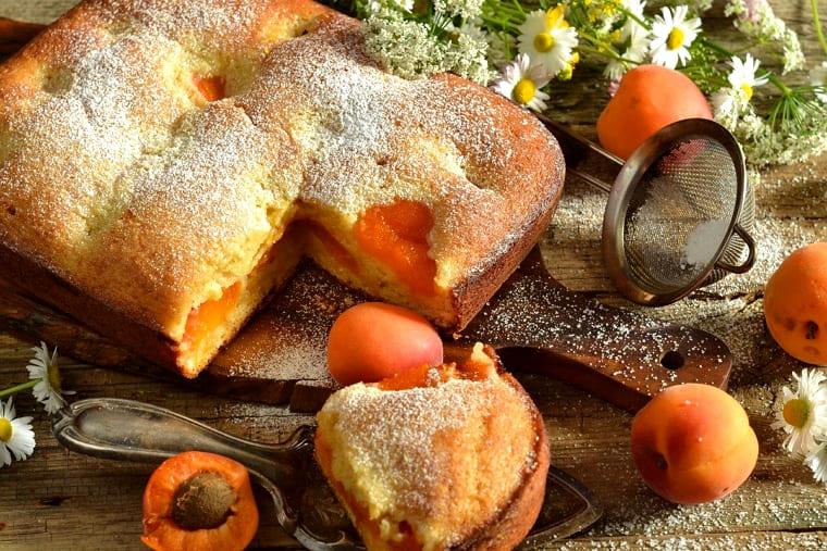 Рецепт шарлотки с абрикосами в духовке