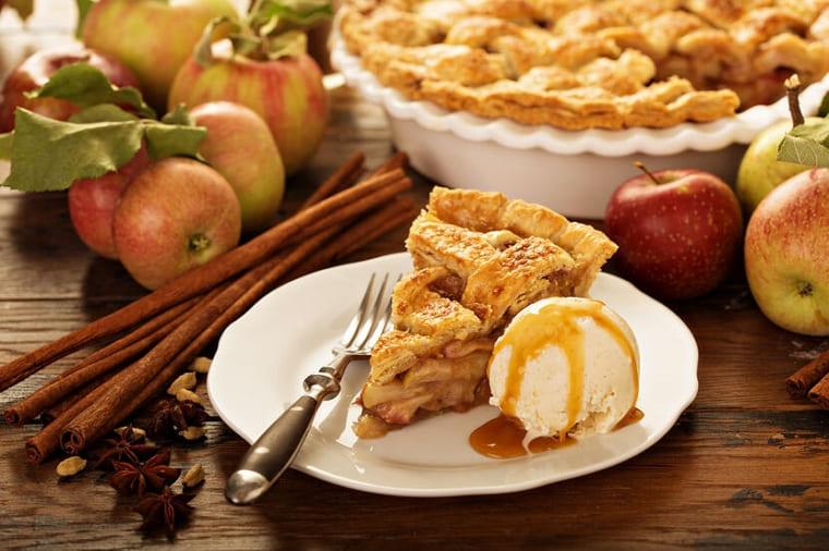 Яблочная шарлотка - пирог