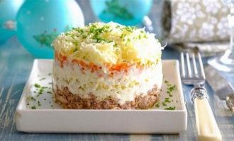 Рецепт салата Мимоза с консервой сайрой