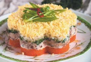 Салат с копченой скумбрией и морковью