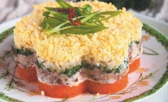 Салат с копченой скумбрией слоями