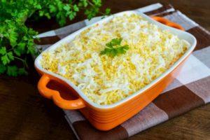 Салат Мимоза с острым соусом
