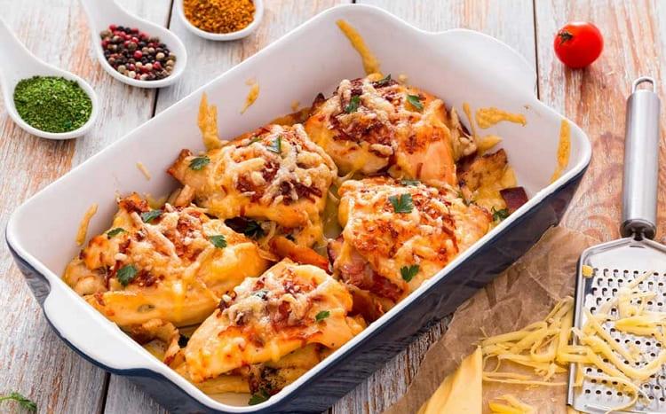 Курица запеченная в духовке под сыром и майонезом