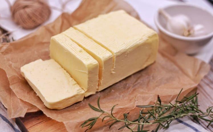 Использовать сливочное масло в начале обжарки овощей, рыбы или мяса