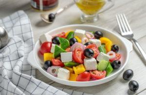Греческий салат с фетой классический