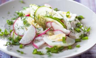 Вкусный и простой салат из огурцов с редисом