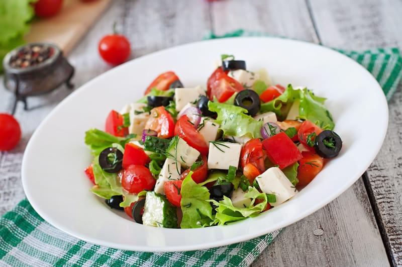 Популярный салат Греческий