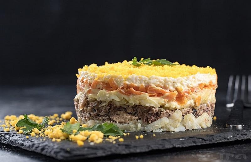 Рецепт салата Мимоза с рыбными консервами