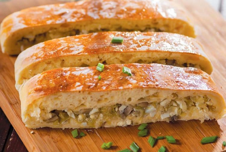 Кулебяка с капустой и грибами вкусный русский пирог