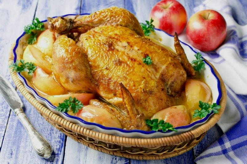 Курица фаршированная яблоками в духовке целиком рецепт