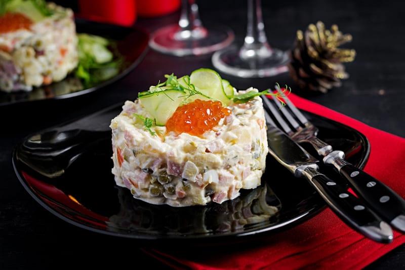 Оливье салат, рецепт с курицей