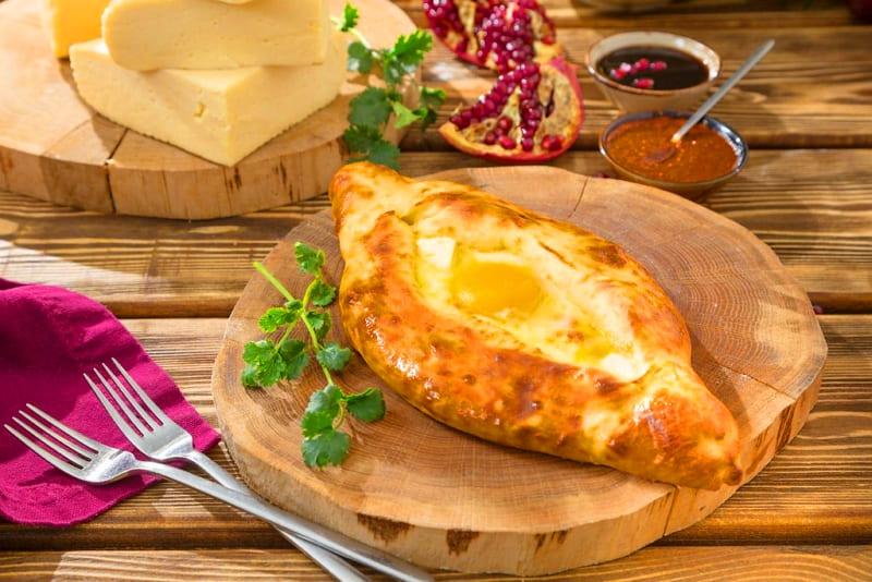 Хачапури по-аджарски рецепт лодочки с яйцом
