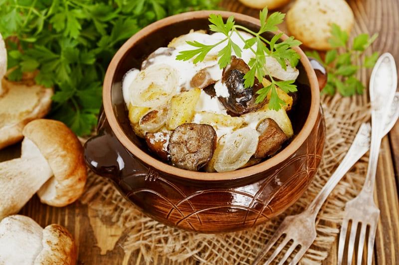 Готовим картофель с грибами в горшочке вкусно