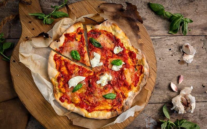 Как приготовить пиццу Маргарита?