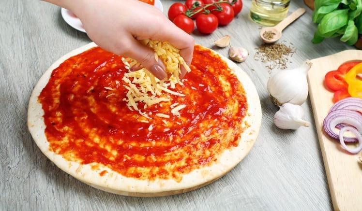 Приготовление пиццы Маргариты
