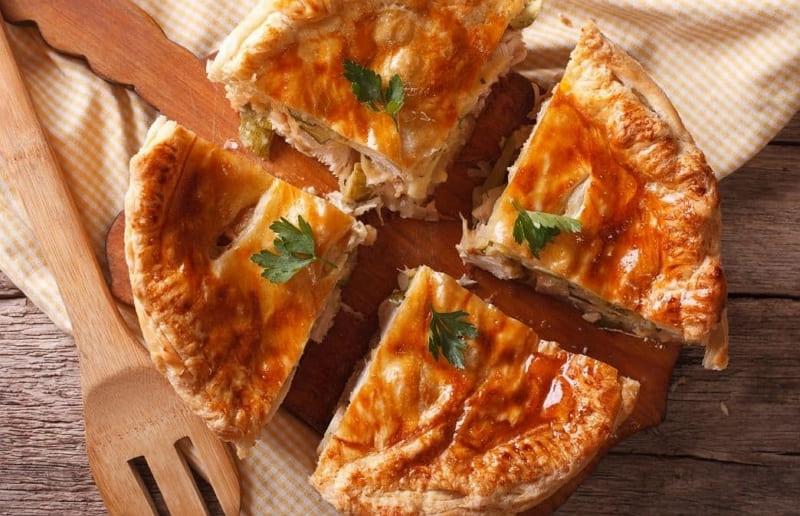 Рассольник - пирог с мясом и солёными огурцами