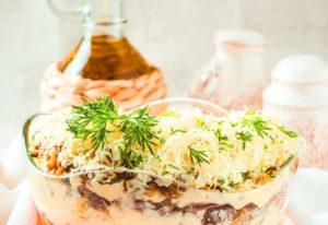 Слоеный салат с шампиньонами жареными