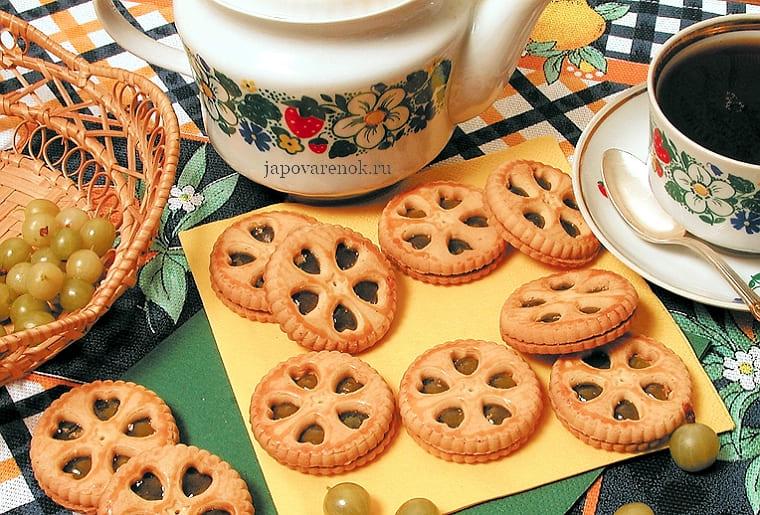 Печенье с начинкой посередине