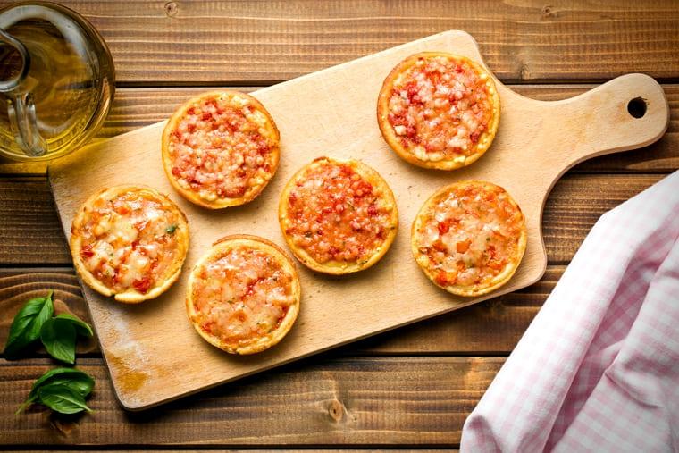 Мини пицца из слоеного теста рецепт пошагово