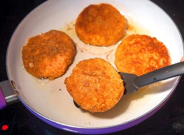 Морковные котлеты рецепт с манкой на сковороде