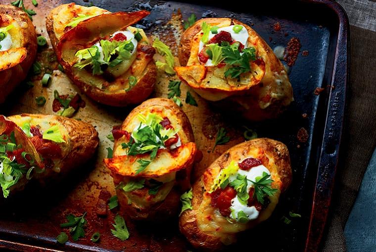 Картофель фаршированный грибами в духовке