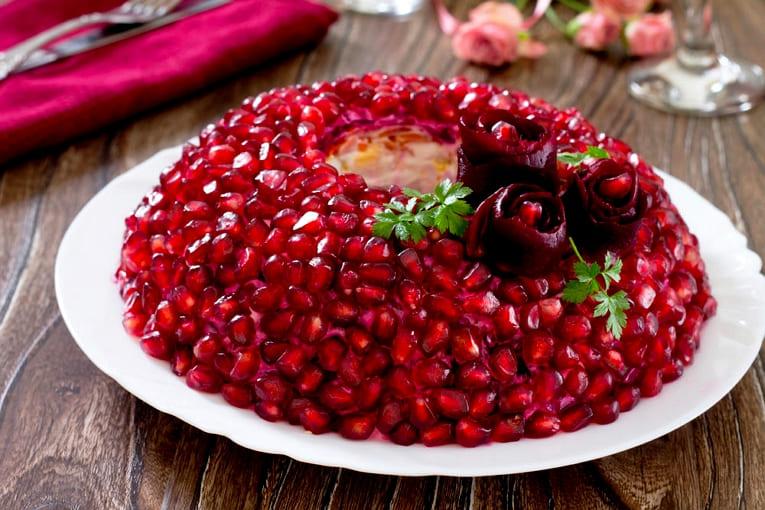 Салат Гранатовый браслет с орехами